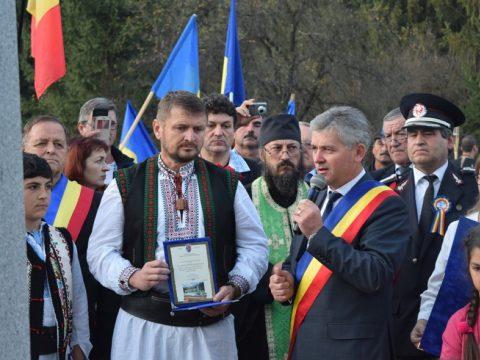 Úzvölgyi román megemlékezés: kitüntették a júniusi temetőfoglalókat