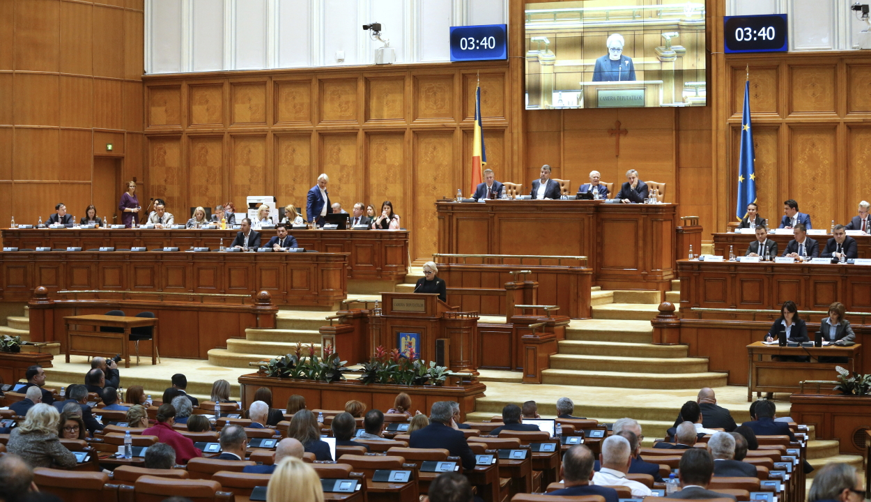 Elkezdődött a bizalmatlansági indítvány parlamenti vitája