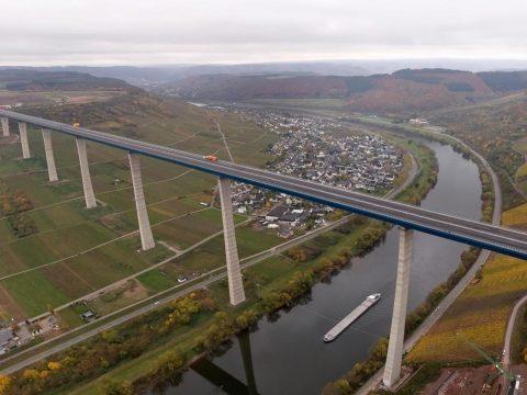 Elkészült Európa második legmagasabb hídja