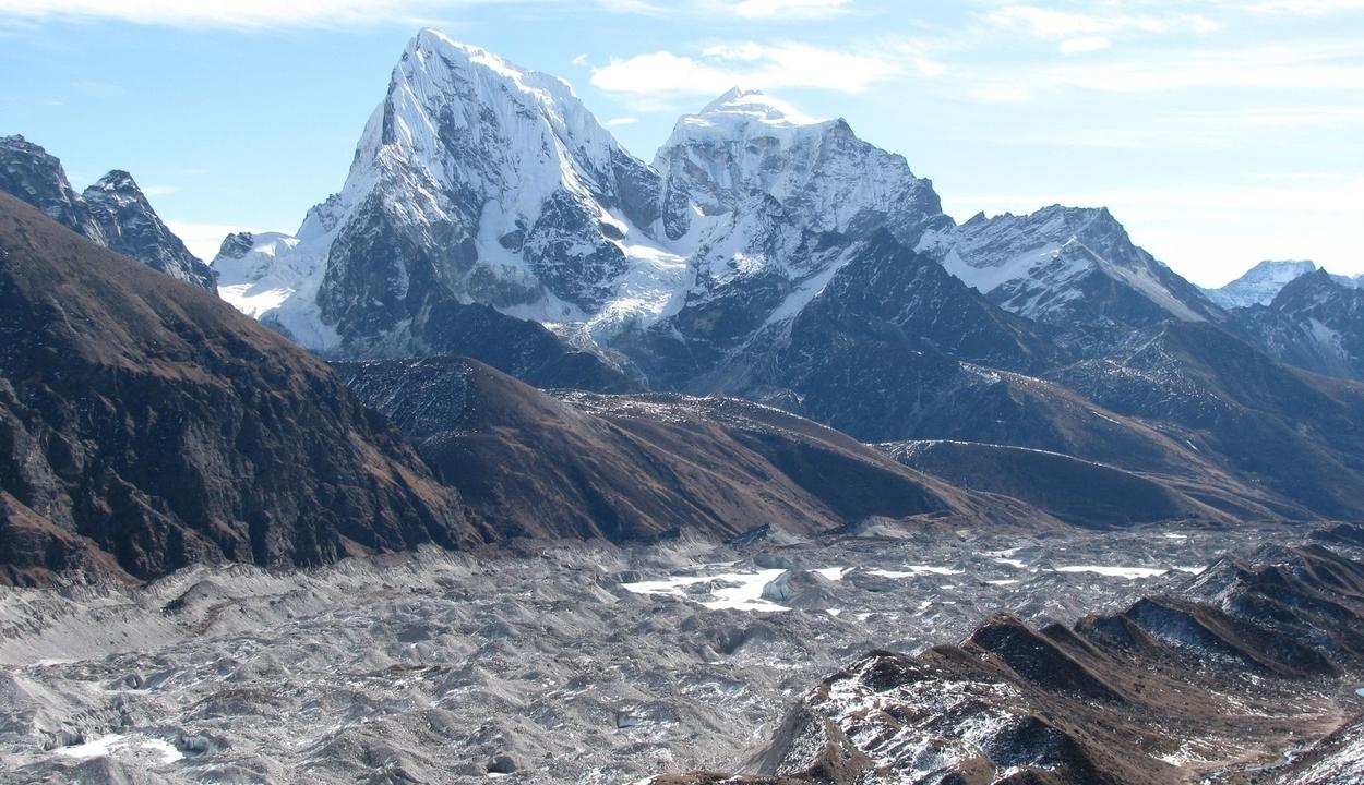 Megkeresik Erőss Zsolt holttestét a Himalájában