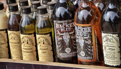 Kilencszáz üveg francia konyakot és likőrt emeltek ki a Balti-tengerből