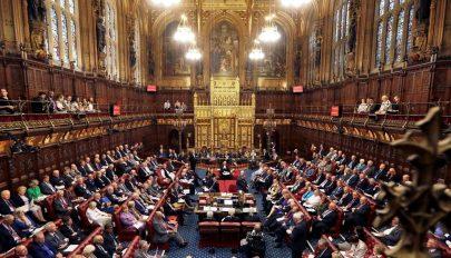 Hivatalosan is feloszlott a brit parlament