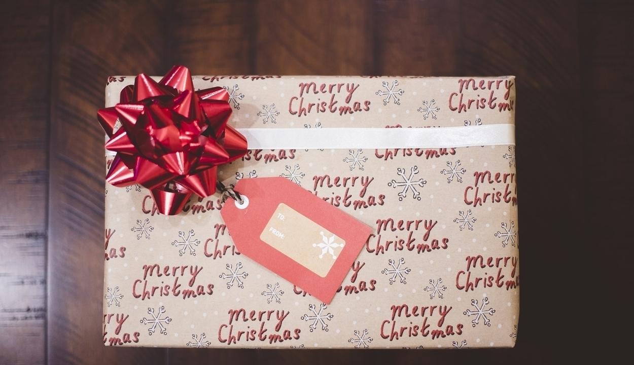 Minél bénább a csomagolás, annál jobban örülünk az ajándéknak