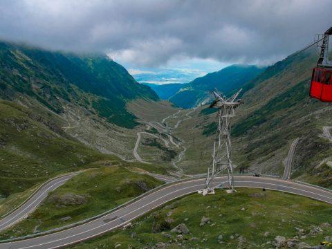FRISSÍTVE: Erős szél miatt nem üzemel a Bâlea-tóhoz szállító drótkötélpályás felvonó