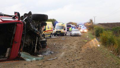 Legalább tizenketten meghaltak egy szlovákiai buszbalesetben