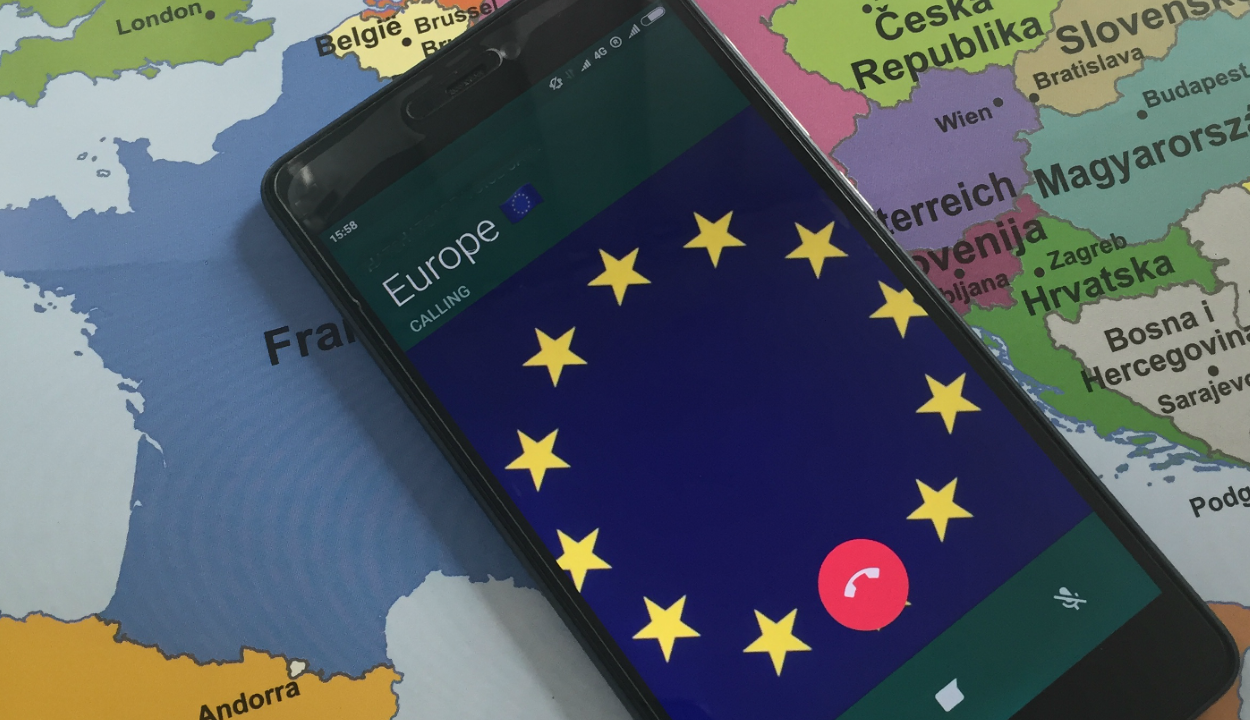 Még tíz évig ingyenes lehet a roaming az unióban