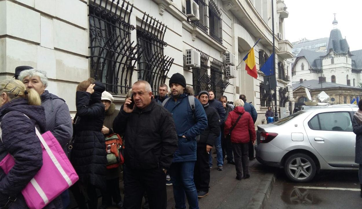 FRISSÍTVE: Elkezdődött a legfelsőbb bíróságon a forradalom perének tárgyalása; 5.000 személyt idéztek be