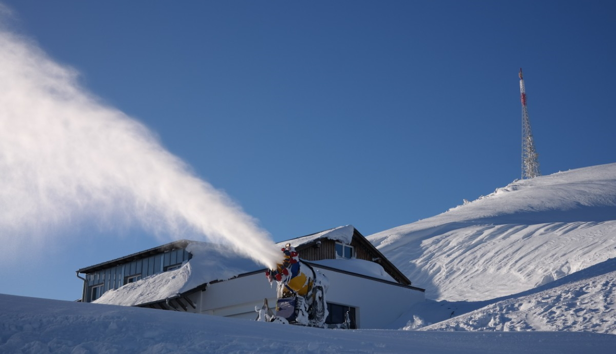 Beüzemelik a hóágyúkat Brassópojánán a hétvégén