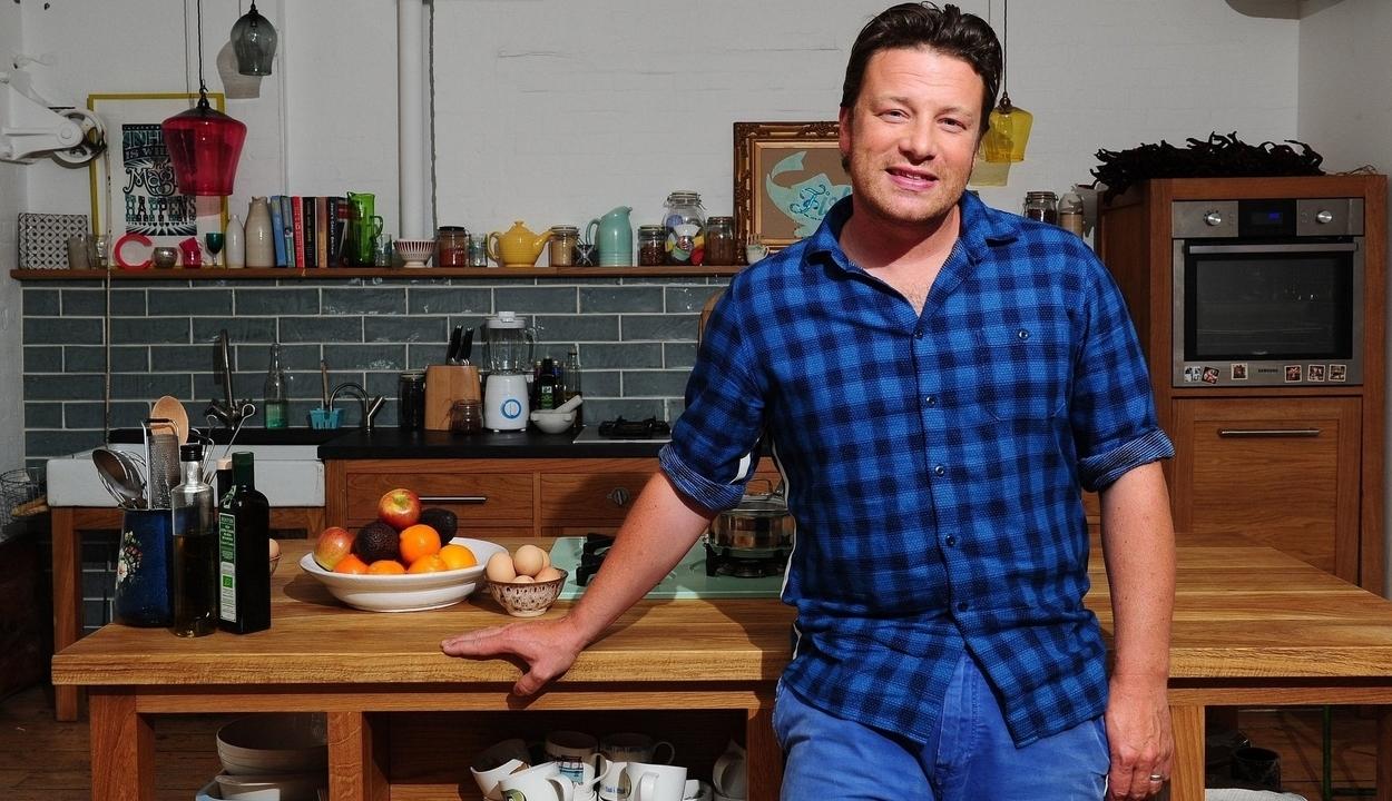 Az otthoni csőd ellenére terjeszkedik Jamie Oliver
