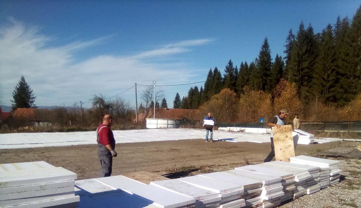 Dolgoznak a korcsolyapályán