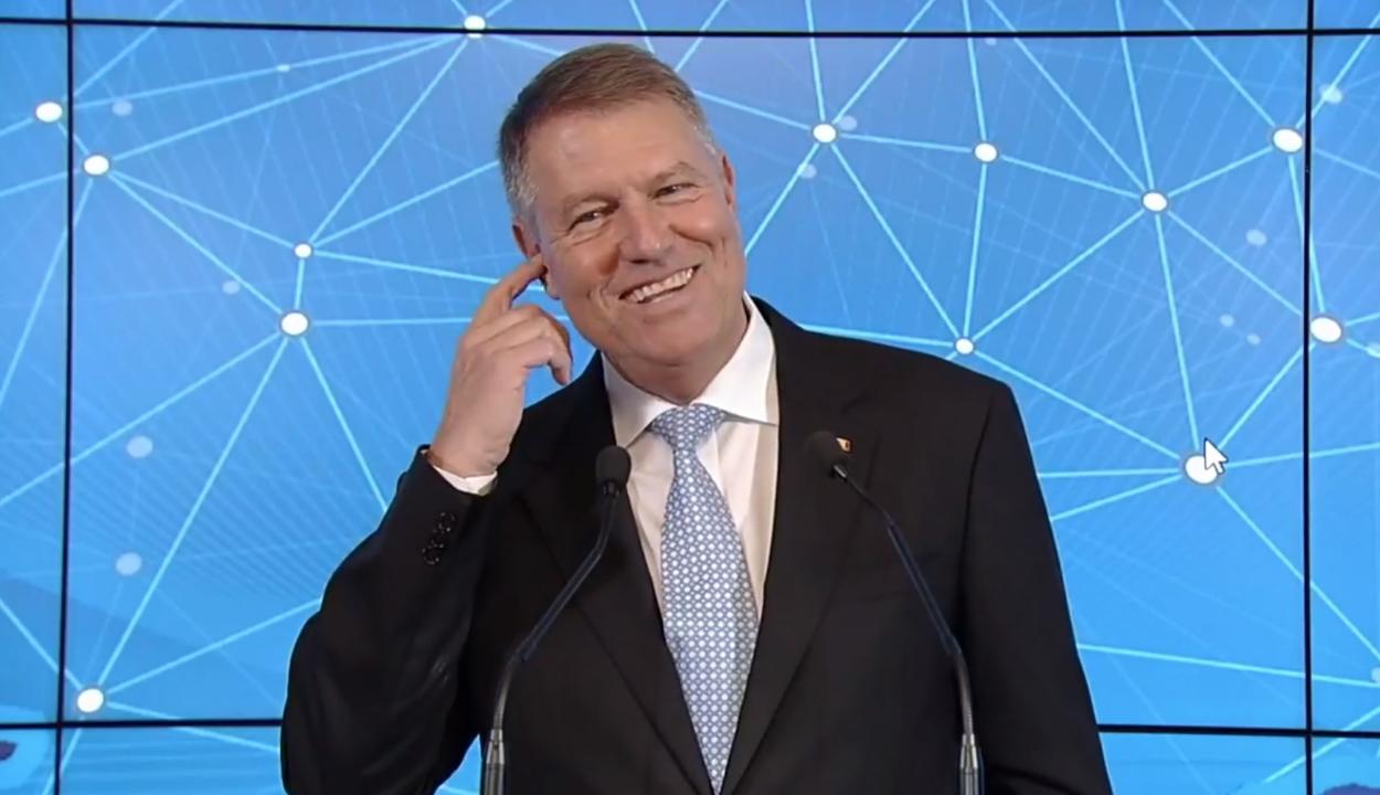 Orban: álhír, hogy Johannis fülhallgatóval jelent volna meg a sajtóértekezleten