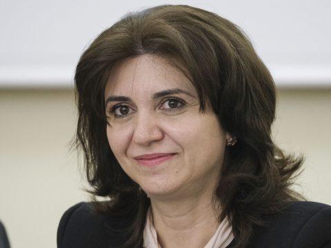 A tanügyminiszter rendelettel számolja fel a pedagógusok munkáját megnehezítő papírmunkát