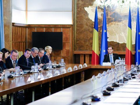 Orban: minél rövidebb időn belül el kell fogadni a sürgősségi rendeletet a kormány átszervezéséről