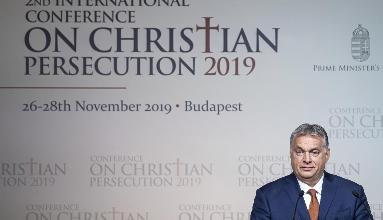 Orbán: Európát csak az mentheti meg, ha visszatalál keresztény identitásához
