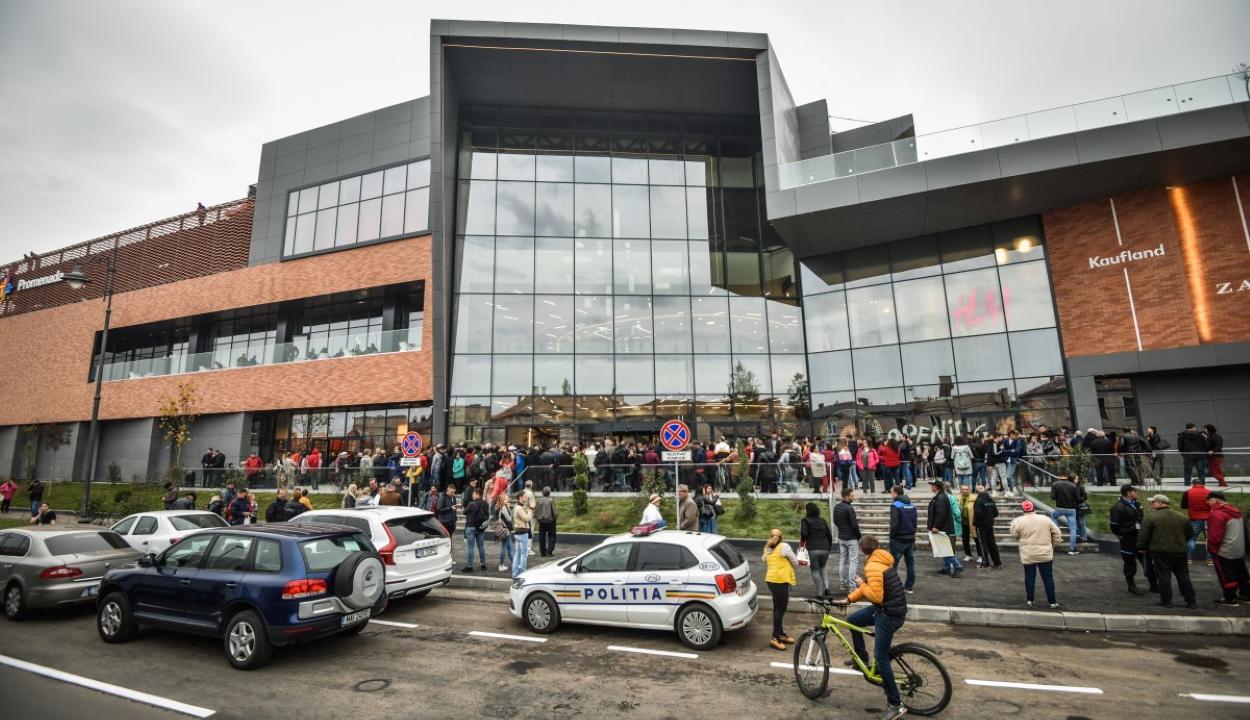 Szén-dioxid szivárgás miatt evakuáltak egy nemrég megnyitott kereskedelmi központot Nagyszebenben