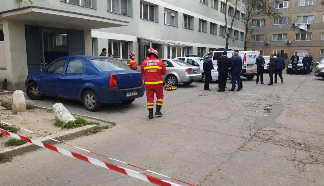 Evakuálnak egy temesvári lakótömböt, miután gyanús körülmények között többen életüket vesztették