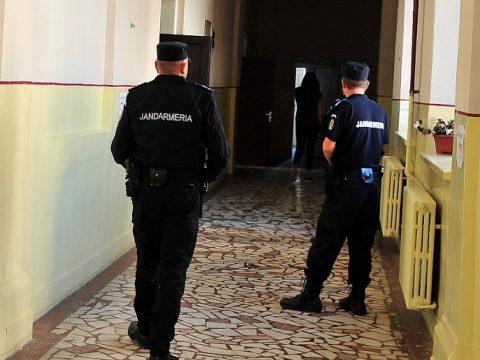 Közel húszezer rendőr, csendőr és tűzoltó fogja biztosítani a szavazóhelyiségek biztonságát