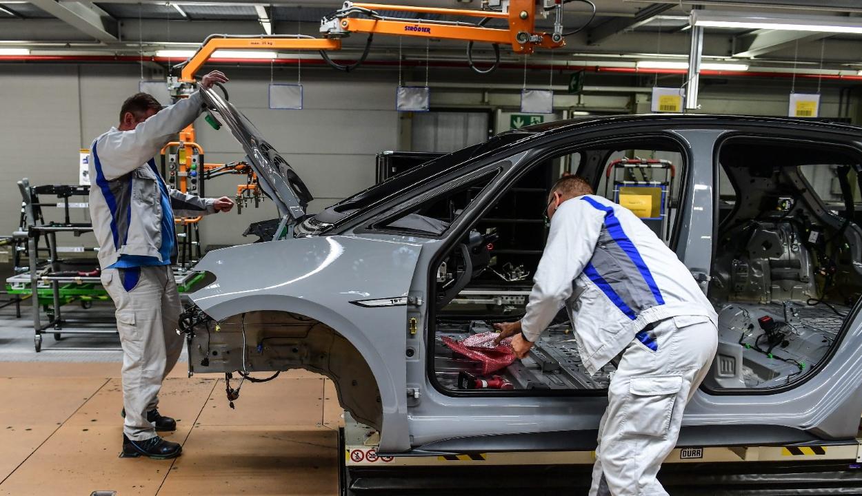 Románia elcsábítaná a Volkswagen Törökországba tervezett üzemét