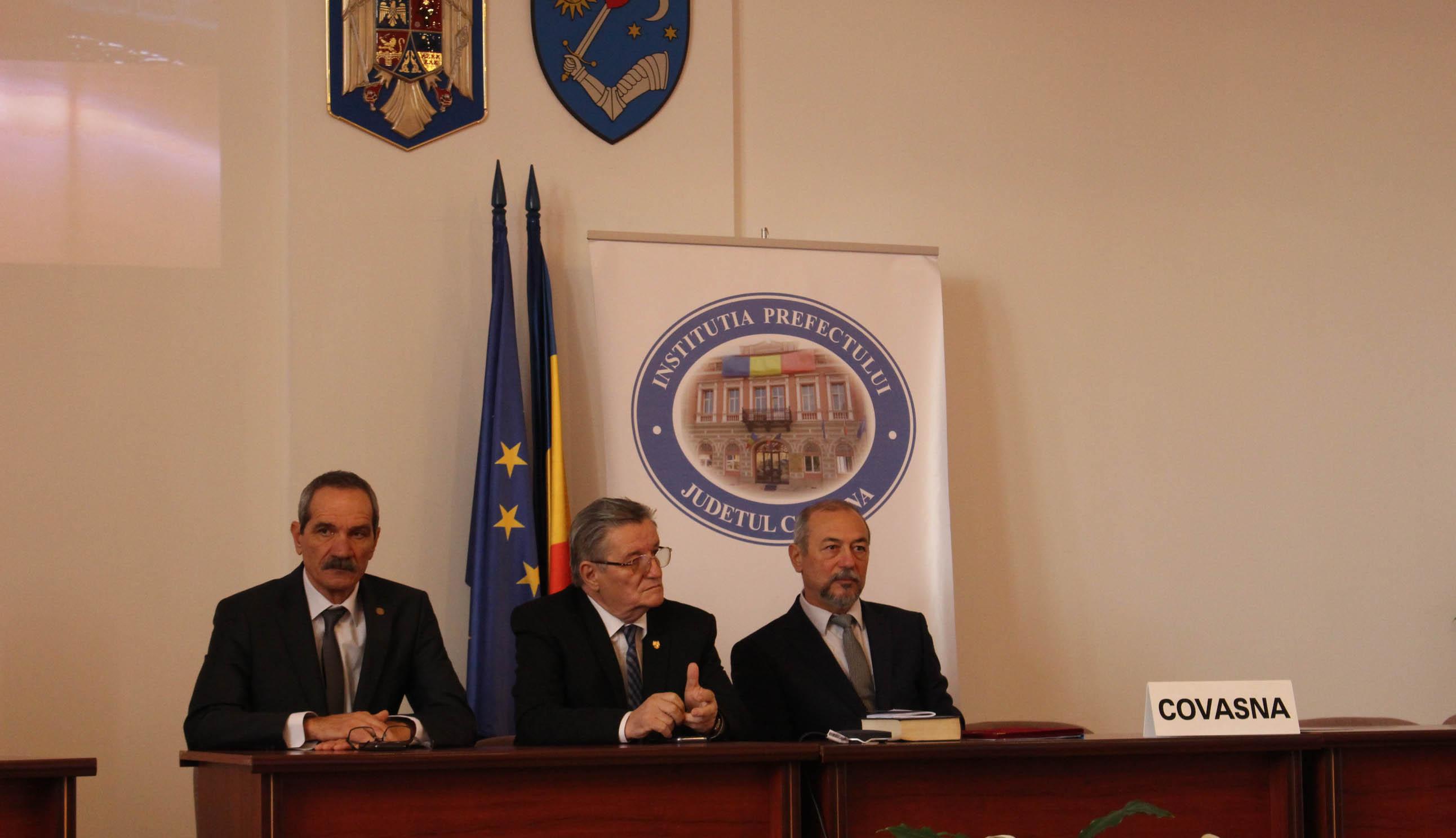 Maradnak a magyar igazgatók