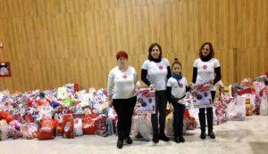 Molnár Enikő táncoktató tanítványai Aréna-beli karácsonyi gálaműsorára élelmiszercsomagban kérte a belépőt és azokat az egyesületnek adományozta