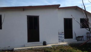 Sok a segíteni akaró ember, sok az adomány, raktárépítést kívánt