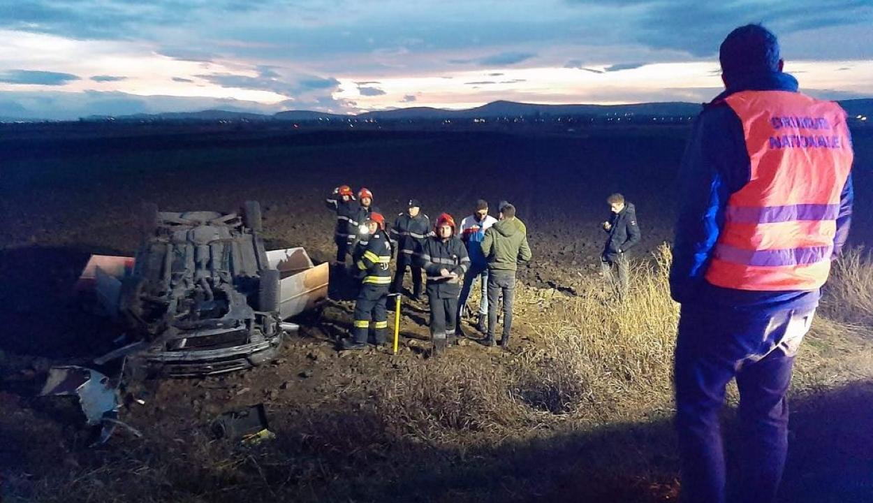 Autó borult fel Kökös közelében