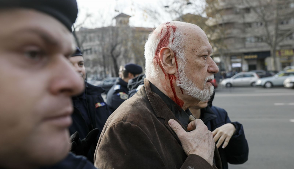 Megtámadták Gelu Voican Voiculescut a '89-es forradalom áldozataira emlékező eseményen
