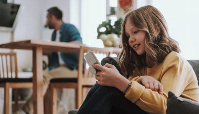 A hároméves gyerekek fele már okostelefont használ