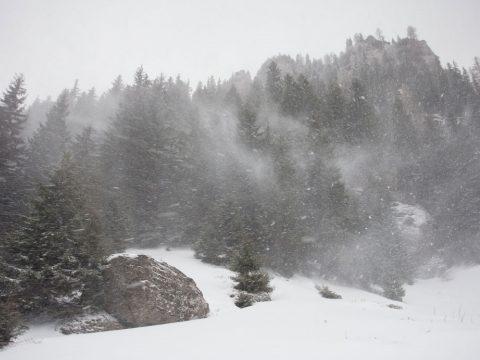 Sárga riasztást adtak ki 12 megye magashegyi területeire a várható hóviharok miatt