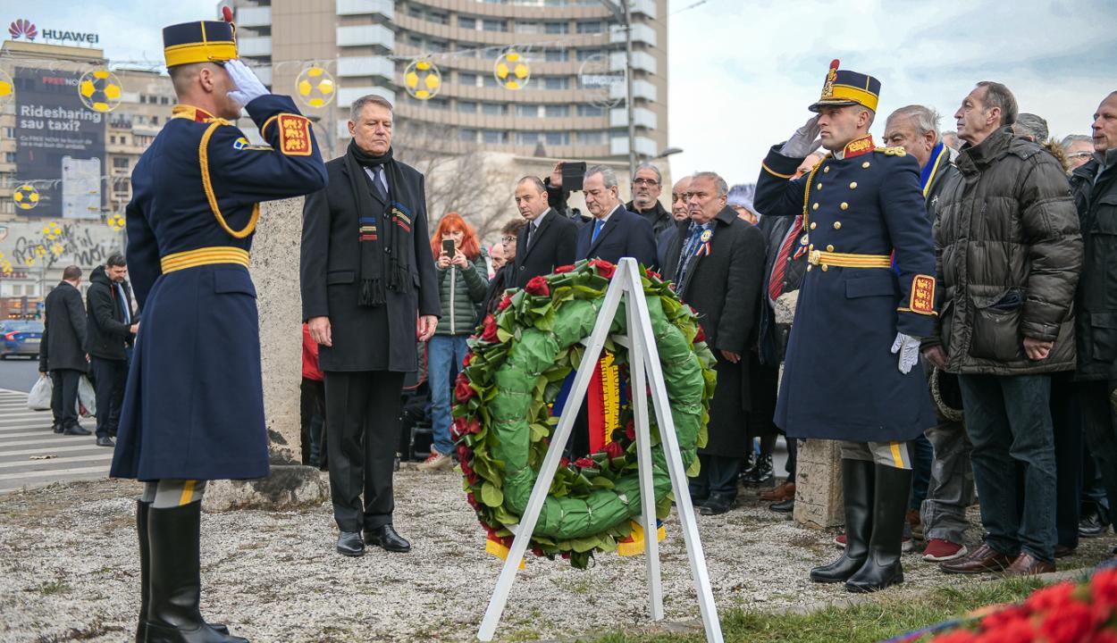 Klaus Johannis és Ludovic Orban is megkoszorúzta az 1989-es forradalom bukaresti emlékművét