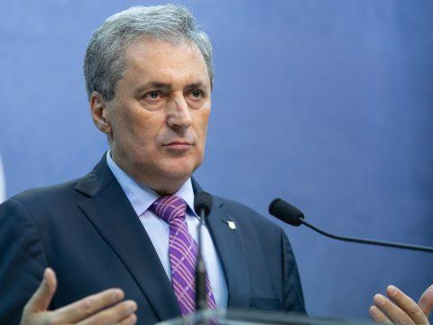 A belügyminiszter szerint van anyagi forrás intézményes karanténhelyiségek biztosítására