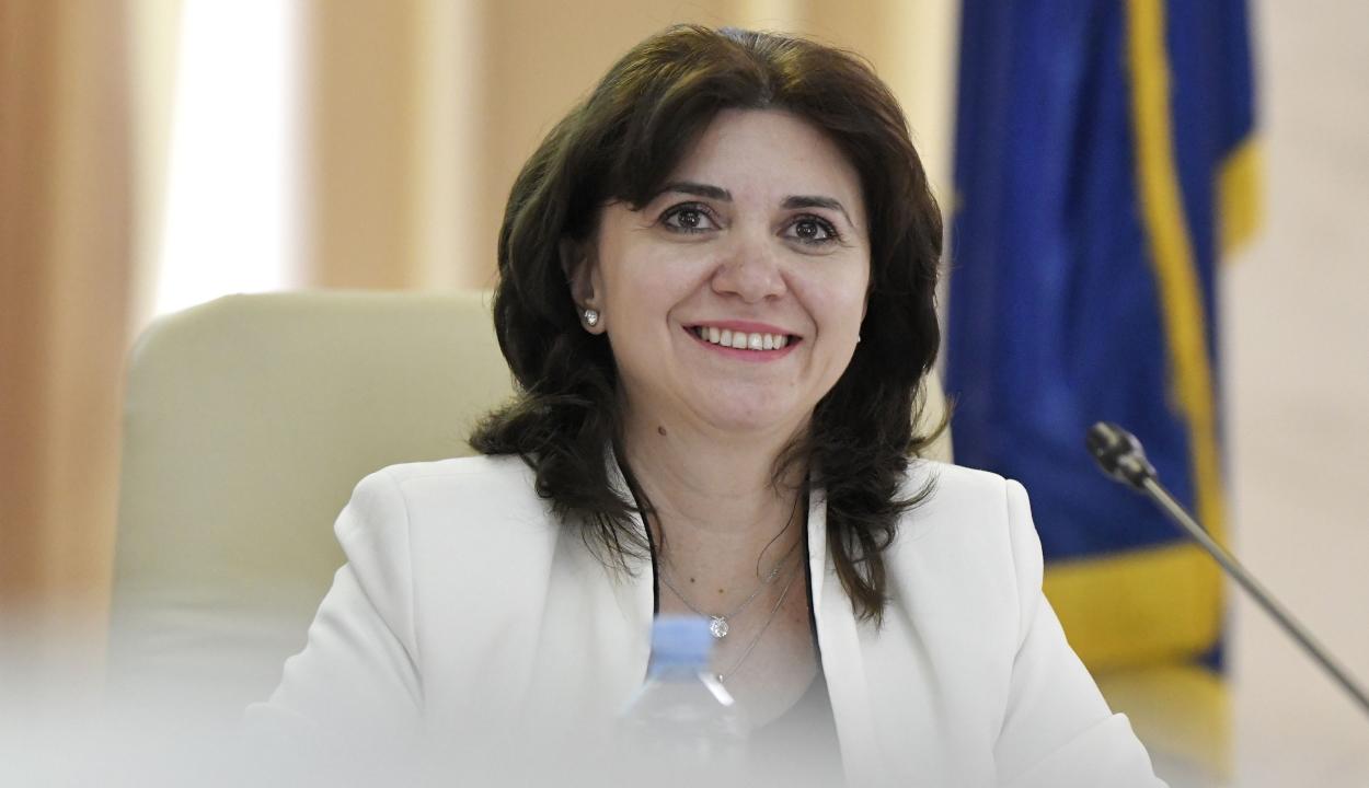 """Elkészítette első jelentését a """"papírmunka-felszámoló"""" bizottság"""