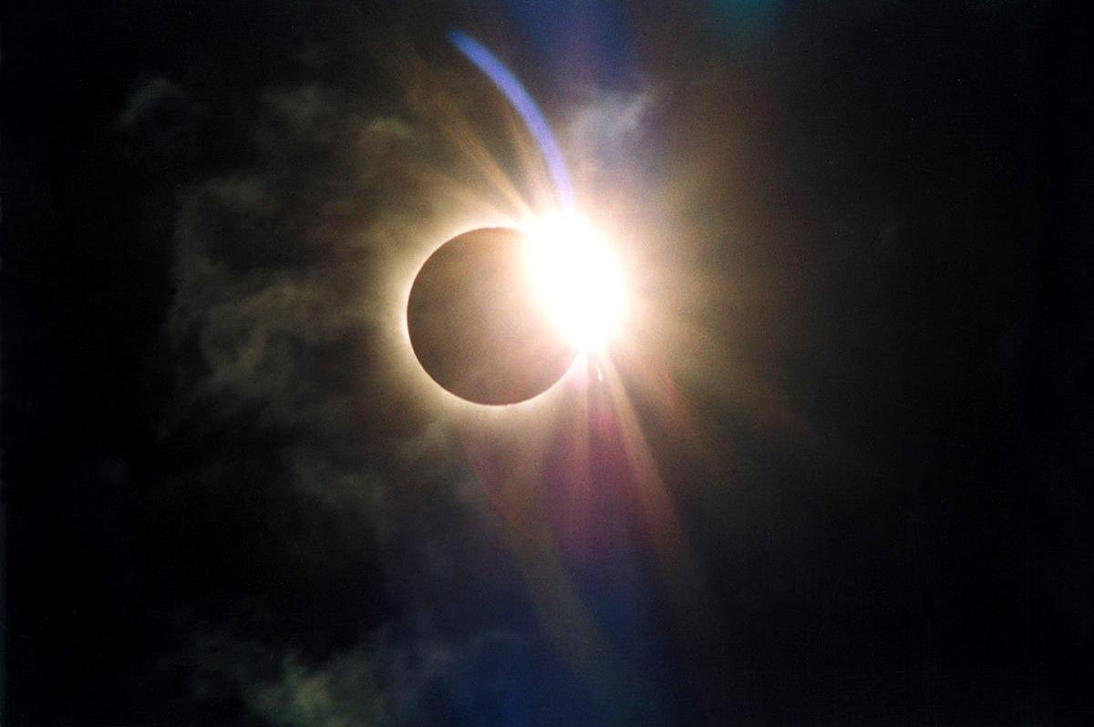 Gyűrűs napfogyatkozás van ma