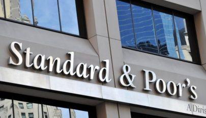 A Standard and Poor's stabilról negatívra rontotta Románia államadós-besorolásának kilátásait