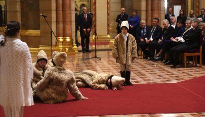 Székely gyermekek adtak adventi műsort az Országházban
