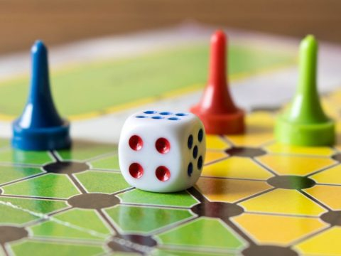 Segít megőrizni a mentális fittséget a sok társas- és kártyajáték