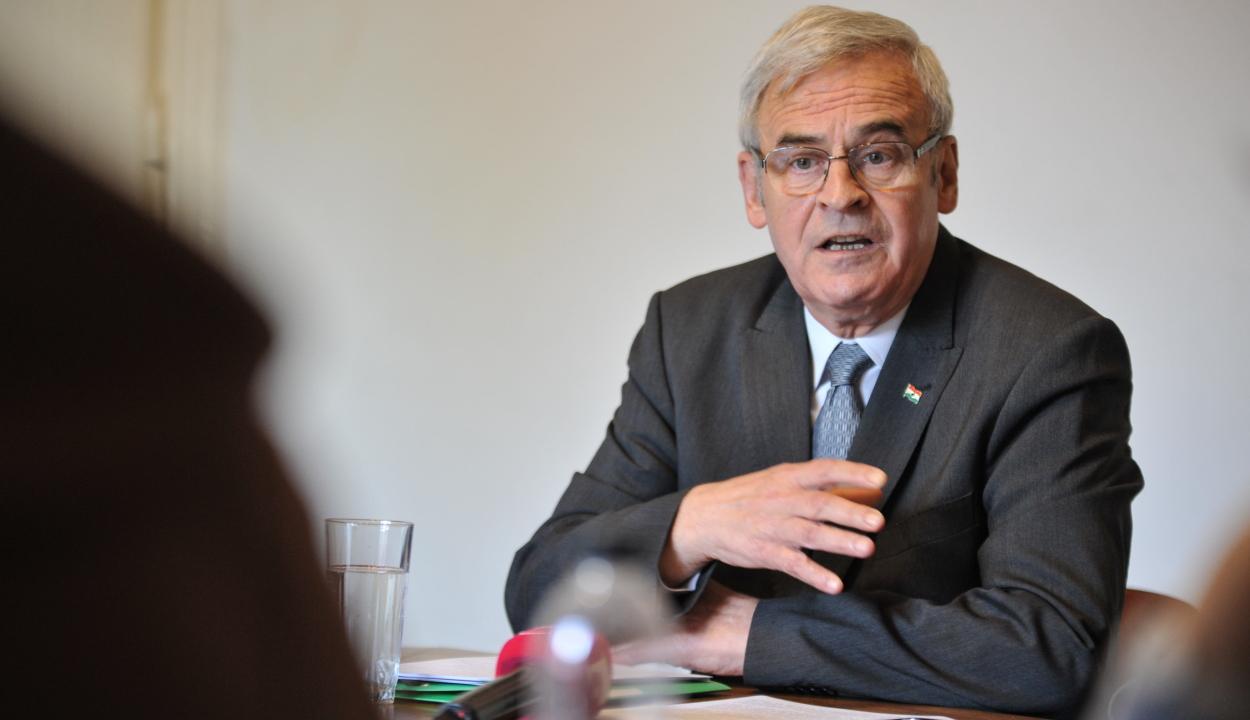 Pert nyert Tőkés László az őt magyar kémnek nevező egykori titkosszolgálati vezetők ellen