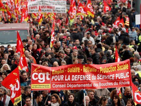 Kevesebb tüntető Franciaországban