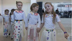 A KreaKids Stúdió fiataljai által készített ruhák bemutatója is sok tapsot kapott  Fotó: Tofán Levente