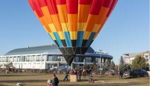 Az ifjú párok esküvői fotózása is lehetséges a hőlégballonban Fotó: Tofán Levente