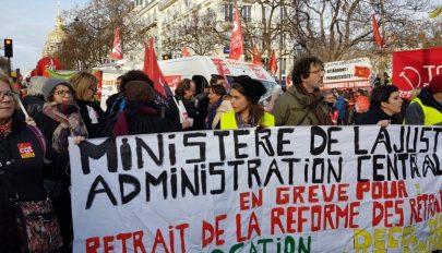 Sztrájkok közepette egyezkedik a francia kormány