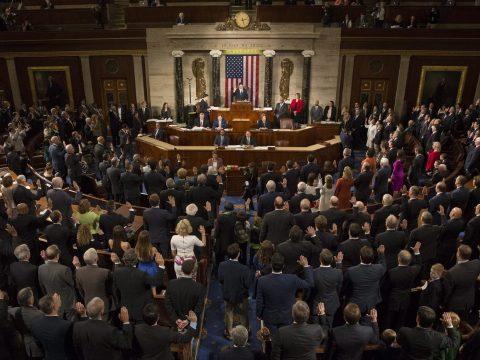 Megtiltotta Trumpnak a képviselőház, hogy engedélye nélkül katonai erőt vessen be Irán ellen