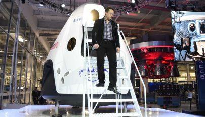 SpaceX: indul az első űrutazás civileknek