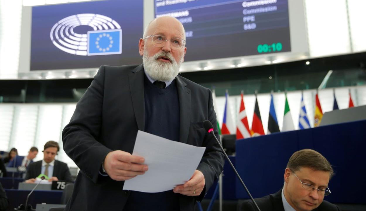 Az Európai Bizottság 100 milliárd eurót biztosít a tiszta energiaforrásokra történő átálláshoz