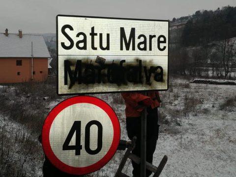 FRISSÍTVE: Magyar nyelvű helységnévtáblákat mázoltak le
