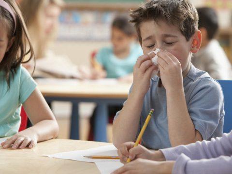 A tanügyminiszter intézkedéseket sürget az iskolákban az influenzajárvány megelőzése érdekében
