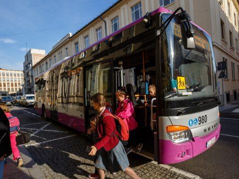 Jövő tanévtől ingyenessé válik a közszállítás a diákok számára