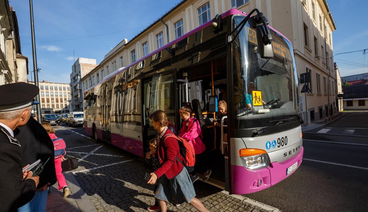 Fuvarozók szövetsége: megoldhatatlan az iskolások ingyenes szállítása