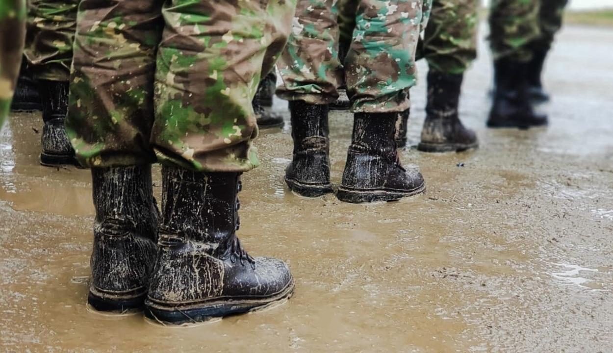 Felakasztva találtak egy katonát egy Kolozs megyei kaszárnyában