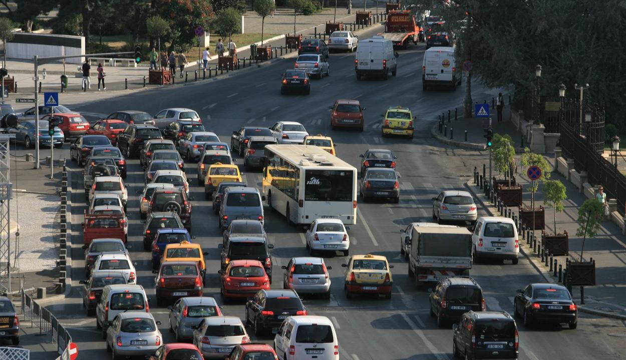 8,7 millió közúti jármű volt tavaly Romániában, közel 80 százalékuk tíz évnél idősebb